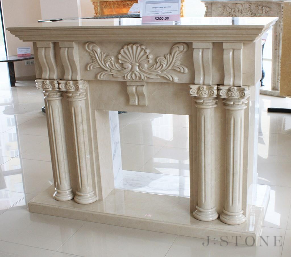 Портал для камина с античными колоннами и орнаментом из натурального камня