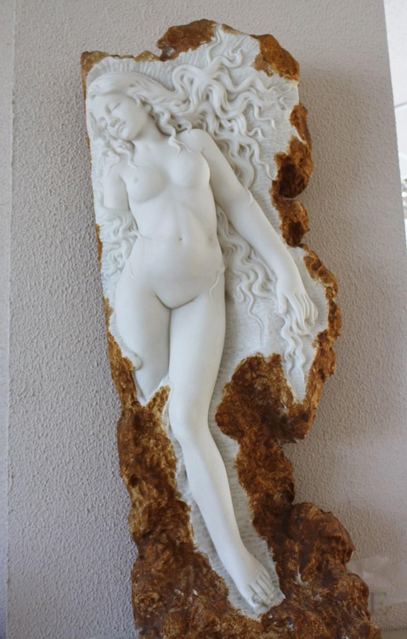 Скульптура из оникса «Дева» 40×28×115 см