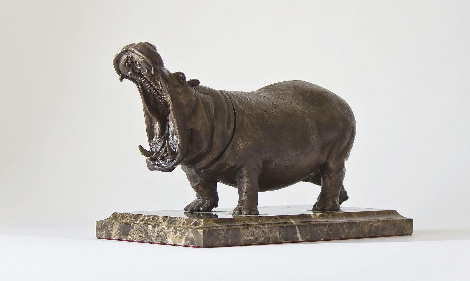 Скульптура «Бегемот» (бронза, мрамор или гранит)