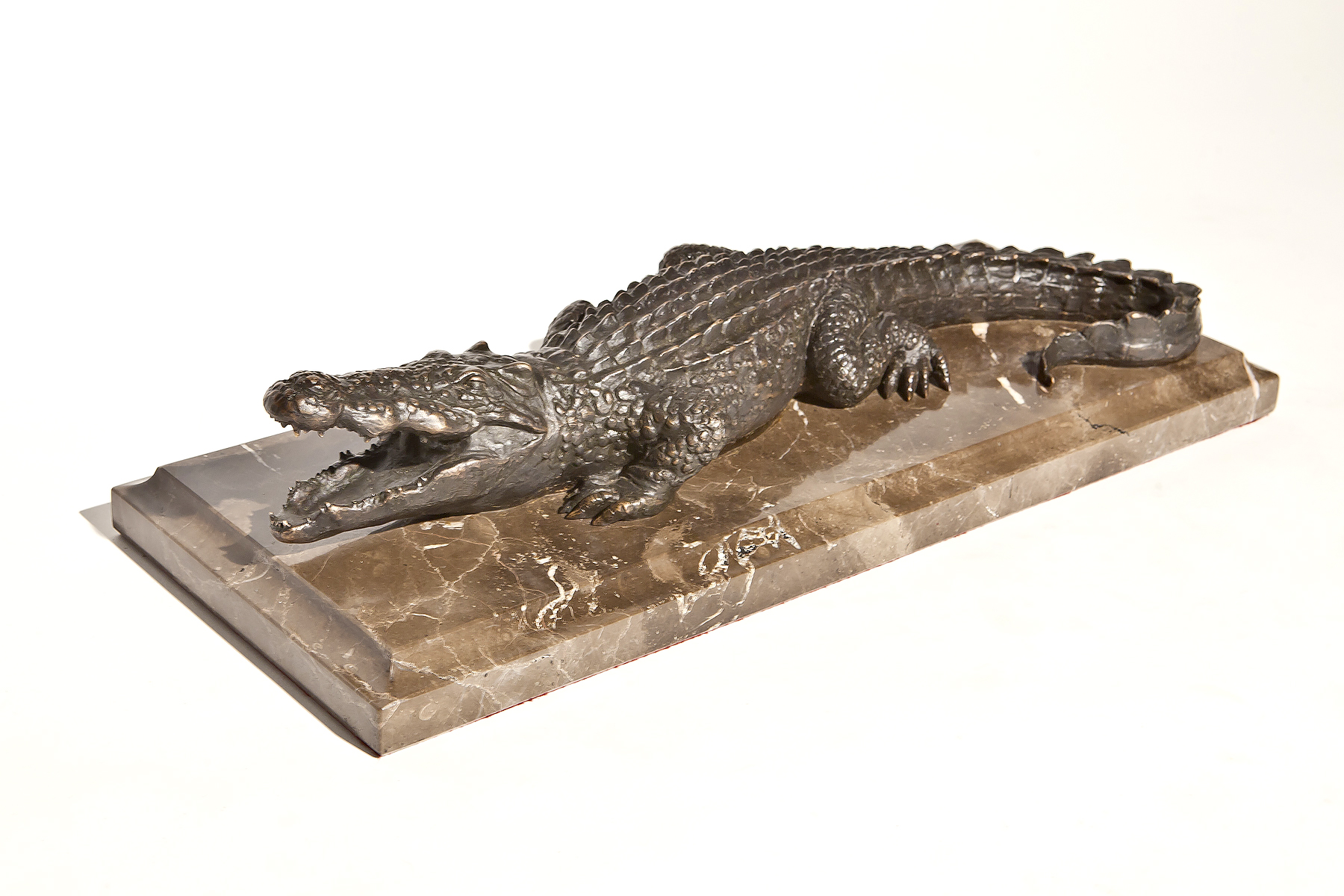 Скульптура «Крокодил» (бронза, мрамор или гранит)